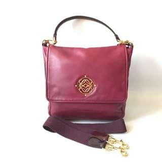 Preloved Loewe Bordeaux Leather (26 x 8 x 22 cm) complete witt strap & dustbag
