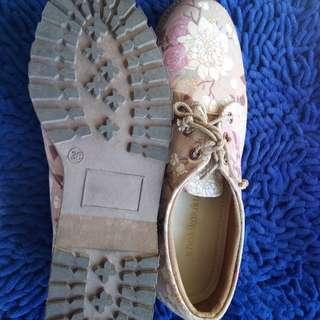 Sepatu merk khakikakiku