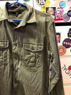 🚚 Uniqlo軍綠襯衫外套