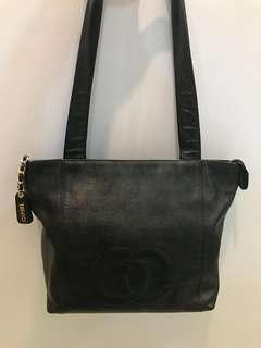Preloved  Chanel Shoulder Black Cav GHW #4  Zipper Closure DB Holo