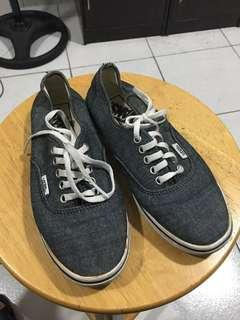 Vans sneakers ( size 5 ) authentic