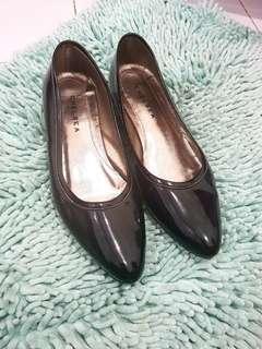 Chealsea black shoes