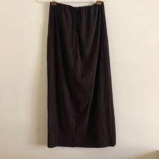 Vintage suede ribbed mid length skirt with slit at the back