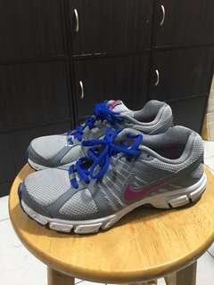 Nike Running ( size 5 ) authentic