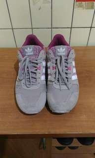 🚚 adidas運動鞋