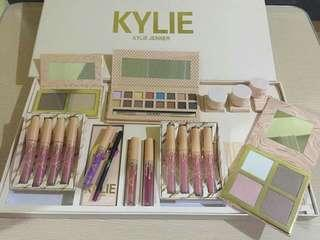 Kylie Jenner Take Me on Vacation Makeup Set