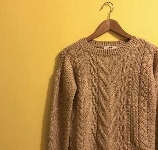 UNIQLO 燕麥色麻花針織毛衣