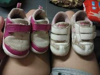 baby rubber shoes as pack