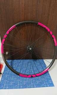 Giant 650b/27.5 front wheel