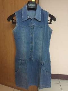 Baju terusan jeans