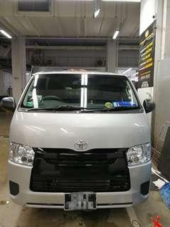 Toyota Hiace Gloss Black Wrap Grille with underneath black Lining