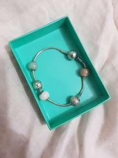 Pandora essence bracelet wi/5 charms