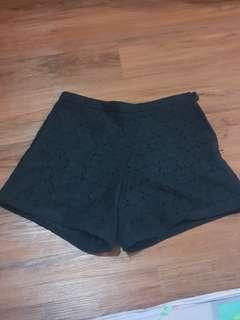 Hotpants brukat hitam