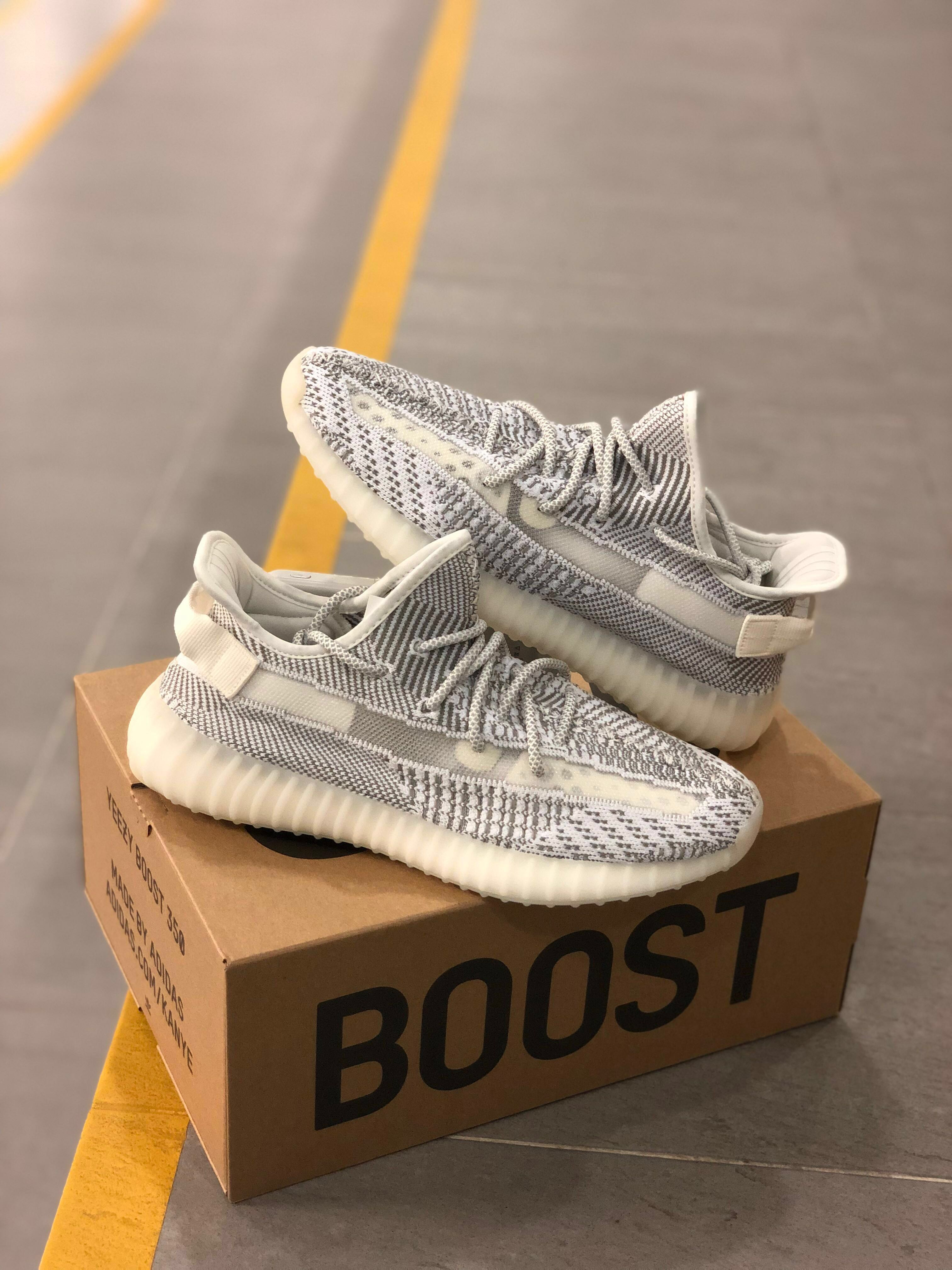 8b8362484 YEEZY BOOST 350 V2 STATIC NON REFLECTIVE