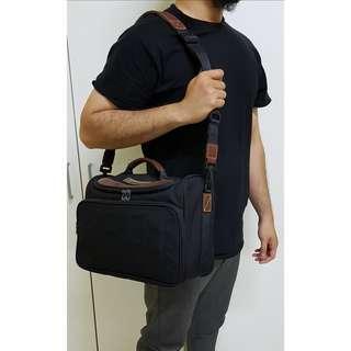 Samsonite U.S.A. Camera Bag / Sling bag. (Original)