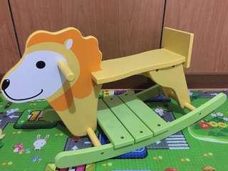 🚚 木質獅子造型遙遙馬