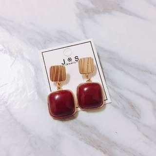 (現貨出清)韓 金屬 寶石 方塊 酒紅色 針式耳環 喜氣洋洋好過年