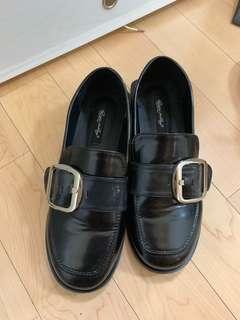 簡約百搭漆皮平底小皮鞋