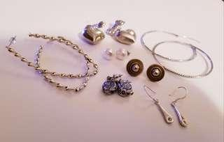 Seven Earrings sizes and materials