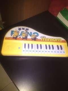 Piano mainan