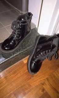 黑仿皮靴 短靴 boots