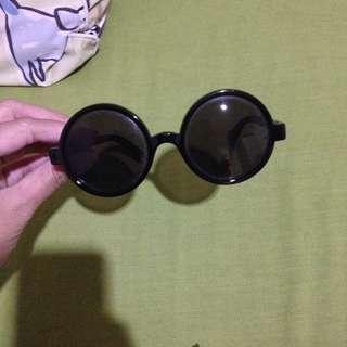 vintage round black sunglasses