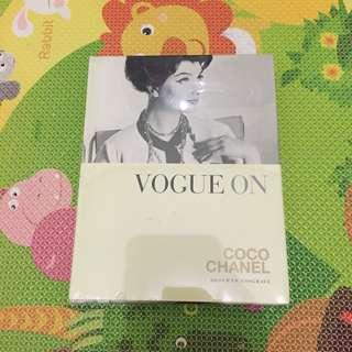 Vogue On - Coco Chanel (Buku Fashion - English)