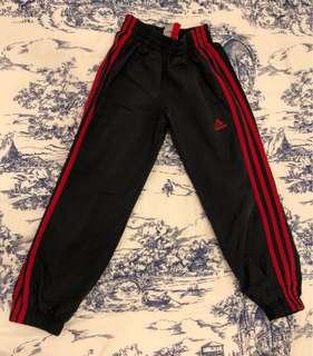 UNISEX ADIDAS SPORTS TROUSERS FITTING  7 to 8 YEARS OLD