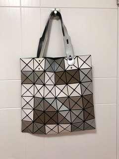 Issey Miyake Bao Bao 6x6大格 bag 90%new