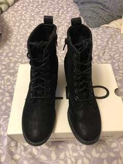 Spring boots size 6 US