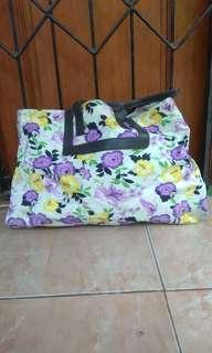 Tas tote bag motif bunga