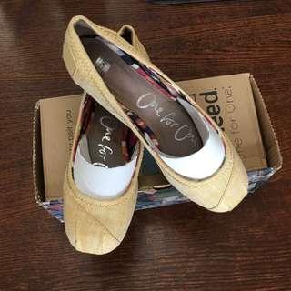 Toms flat shoes