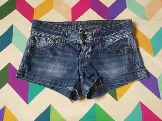 Guess short pants in great condition