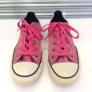 Low-cut Converse