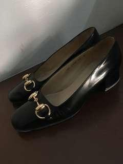 GUCCI low-heel leather shoes (repriced)