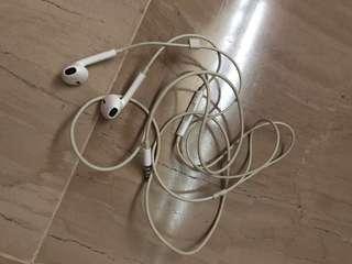 Apple Earphones left side spoiled