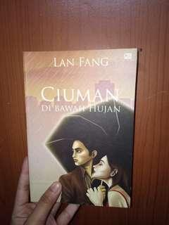 Ciuman dibawah hujan Lan Fang