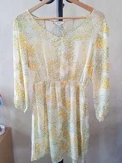 Dress Pantai Yellow
