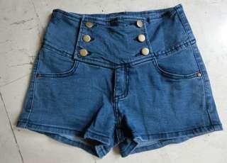 🚚 排扣短褲
