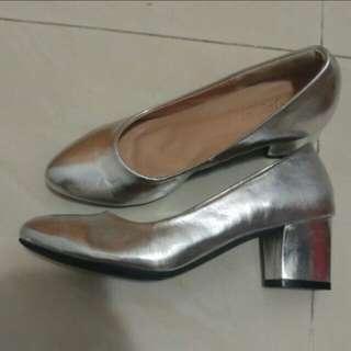全新銀色高踭鞋