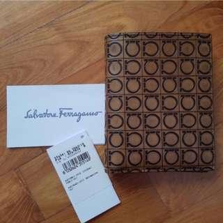 BN Salvatore Ferragamo Men's Bifold Passcase Wallet in Signature Nature Terra Design (Brown) - SLIGHTLY DEFECTIVE [FINAL CLEARANCE]