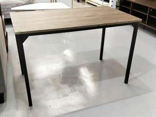 WISCONSIN Dining Table