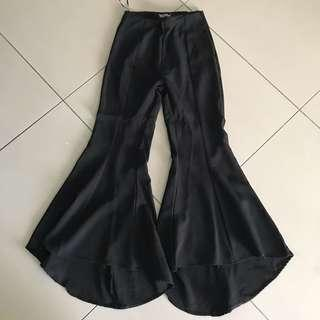 Zalia Black High-waisted Pants with flared hem