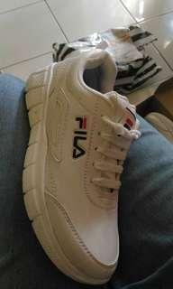 Sepatu olahraga running sneakers putih