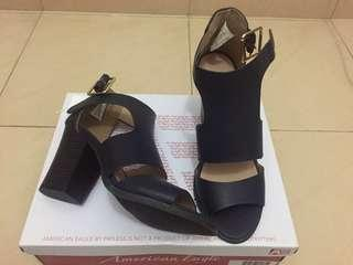 38 > Sepatu Payless