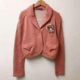 貝蒂羊毛刺繡胸章可愛口袋小外套