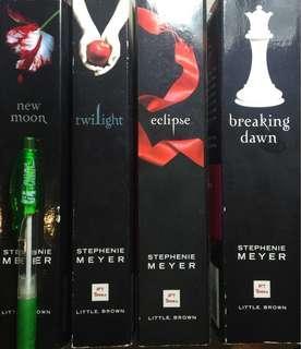 Twilight 暮光之城系列共四本,原價$550