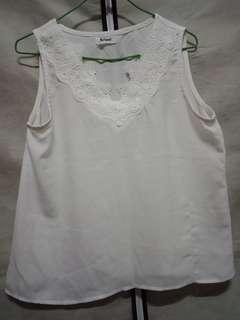 🚚 全新白色V造型背心上衣
