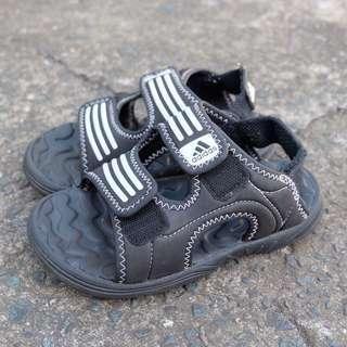 💯 original Adidas sandals for boys 11k