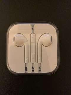 Apple EarPods/Earpiece with 3.5mm Headphone Plug